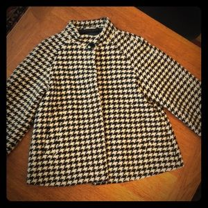 Almost new Banana Republic houndstooth wool coat.
